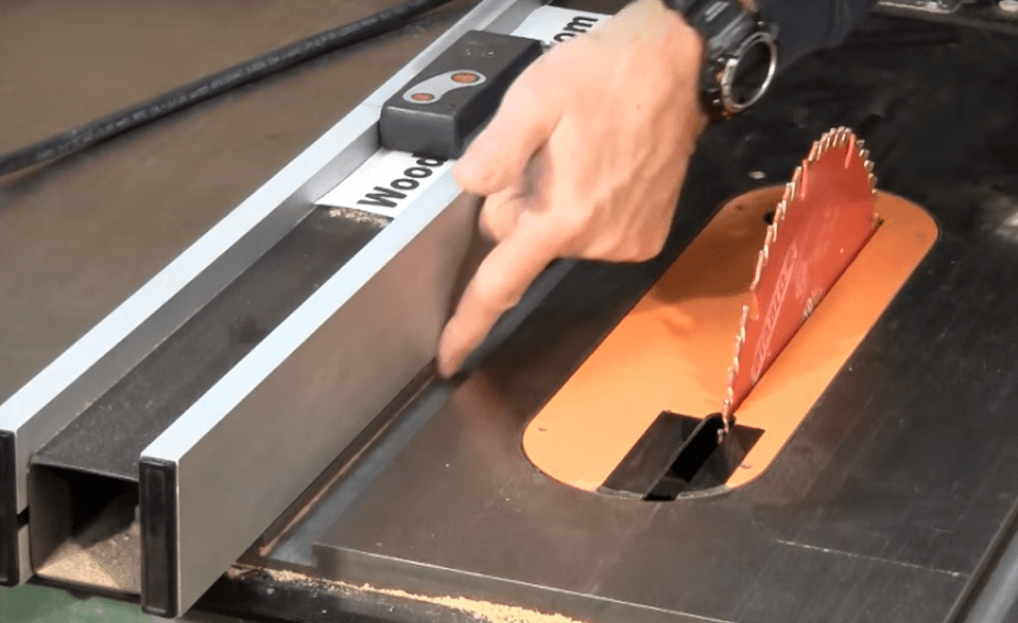 how to safely use a table saw (2)
